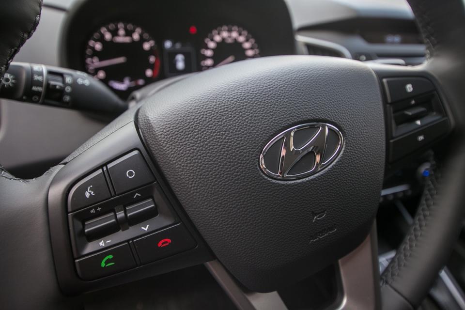 Кнопки на руле для управления штатной магнитолой Хендай Крета
